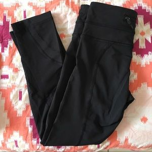 LULULEMON black basic capri leggings
